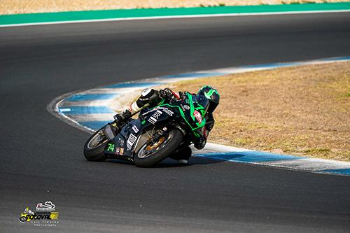 Foto: rodada motos en circuito, track day en Estoril